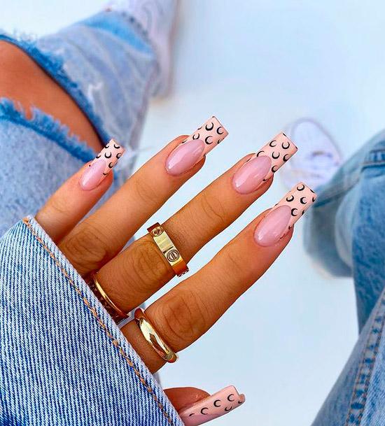 Бежевый френч с месяцем на длинных квадратных ногтях