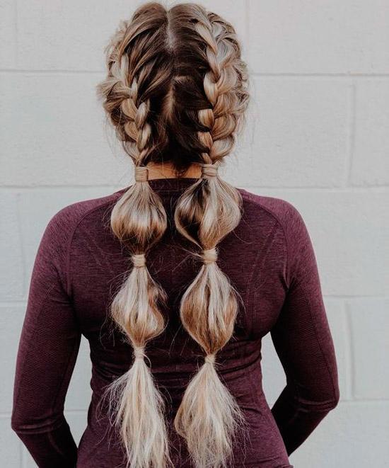 Девушка с французской косой на длинных светлых волосах