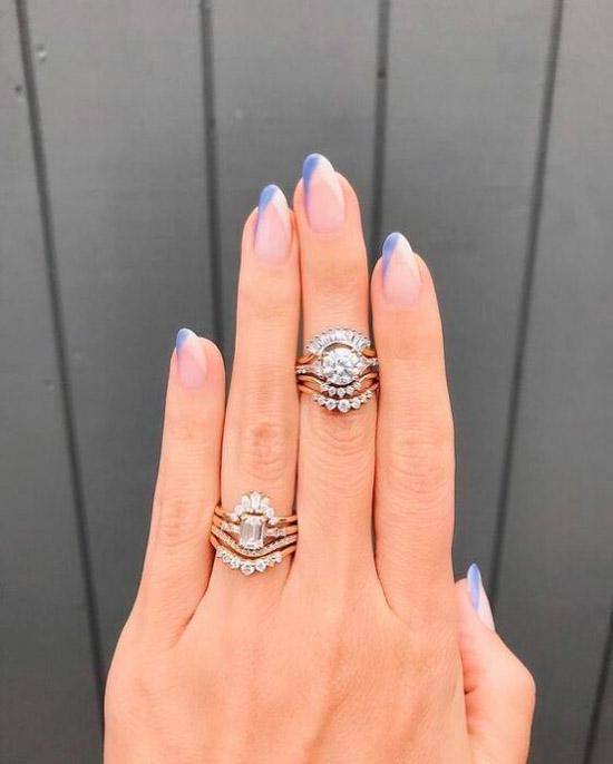 Голубой френч на овальных ногтх средней длины