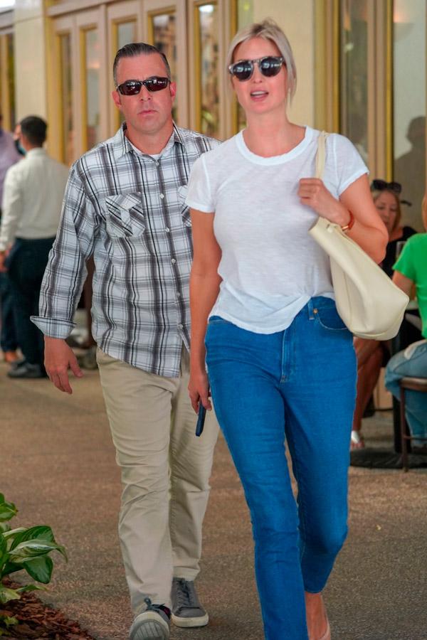 Иванка Трамп в джинсах и футболке