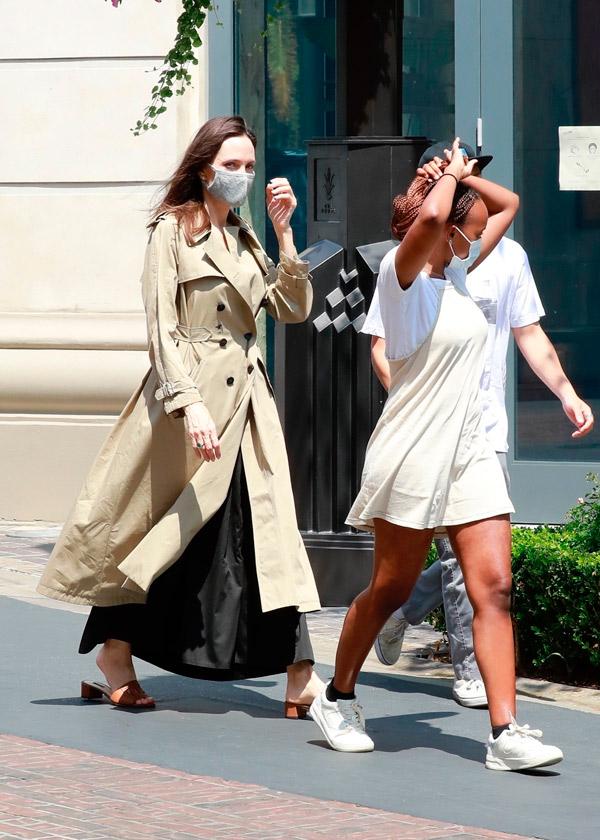 Анджелина Джоли вместе с детьми посетила магазин