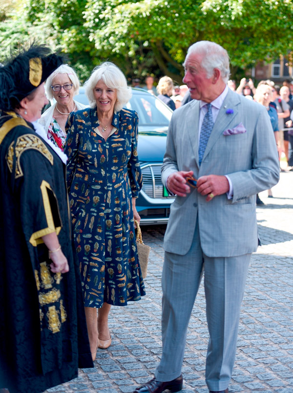 Английская герцогиня Камилла и принц Чарльз посещают собор