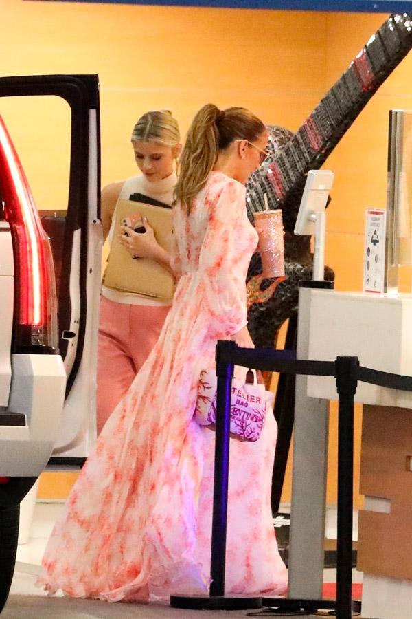 Дженнифер Лопес в розовом платье в пол