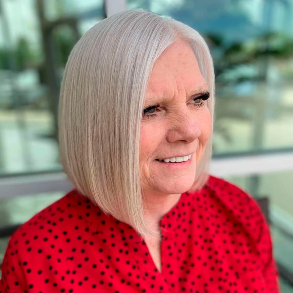 Модная стрижка боб на светлых волосах для женщин в возрасте