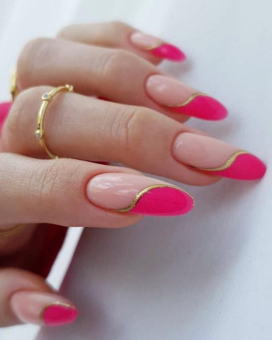 Необычный розовый френч с золотой волной на длинных ногтях