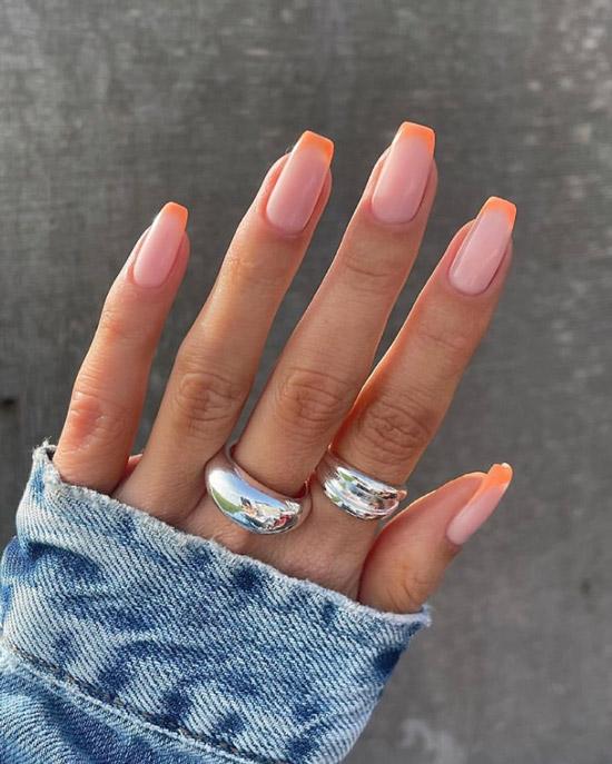 Оранжевый френч на ухоженных длинных ногтях