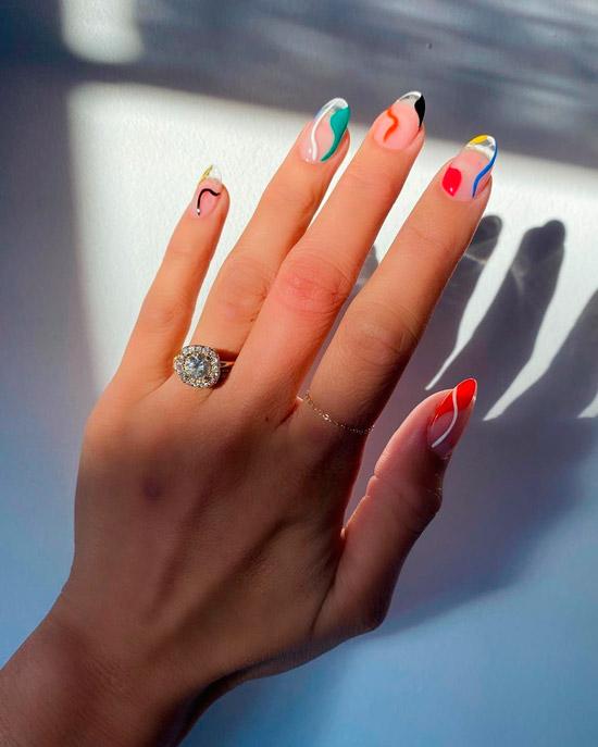 Разноцветные линии на овальных ногтях средней длины