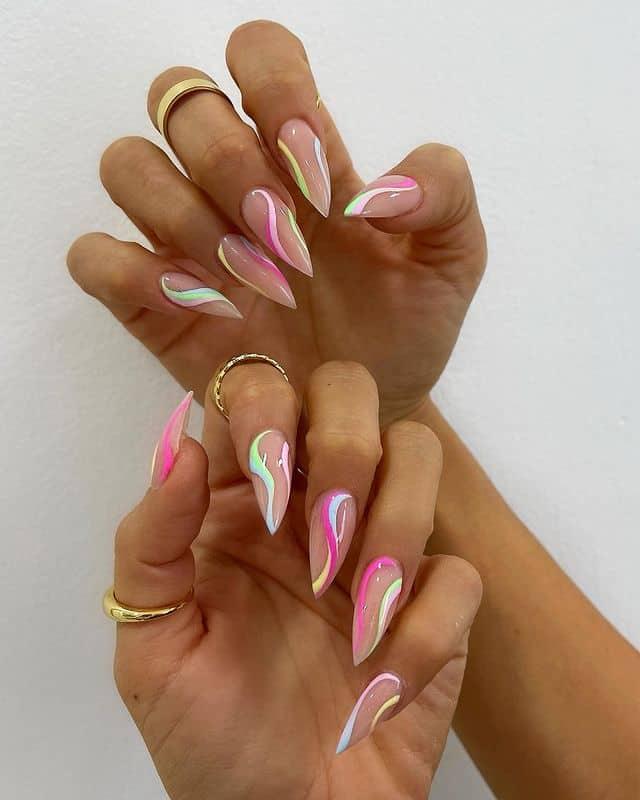 Разноцветные завитки на длинных острых ногтях