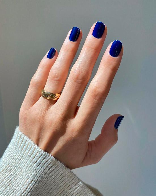 Темно синий маникюр на коротких натуральных ногтях