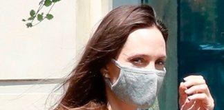 Анджелина Джоли в дорогущем тренче и шлепансах, на фоне слухов о ее новом романе, посетила магазин