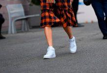 Они по-прежнему являются любимой обувью: как сегодня правильно носить белые кроссовки