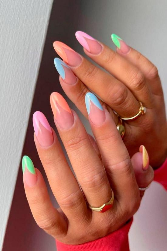 красивый разноцветный френч на длинных овльных ногтях