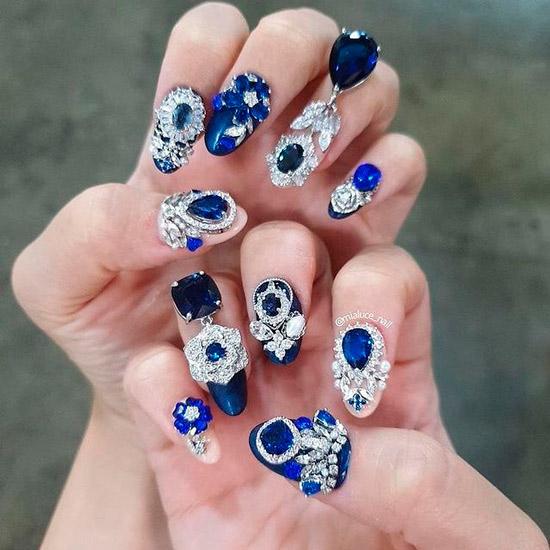 Синий маникюр в стиле рококо