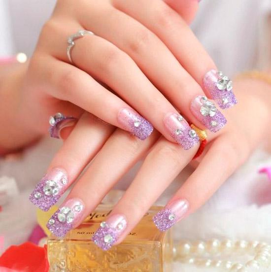 Фиолетовый маникюр в стиле рококо