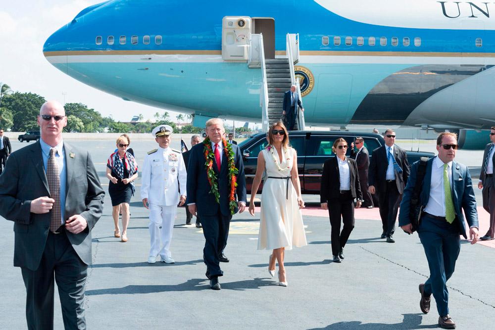 Мелания Трамп в белом легком платье