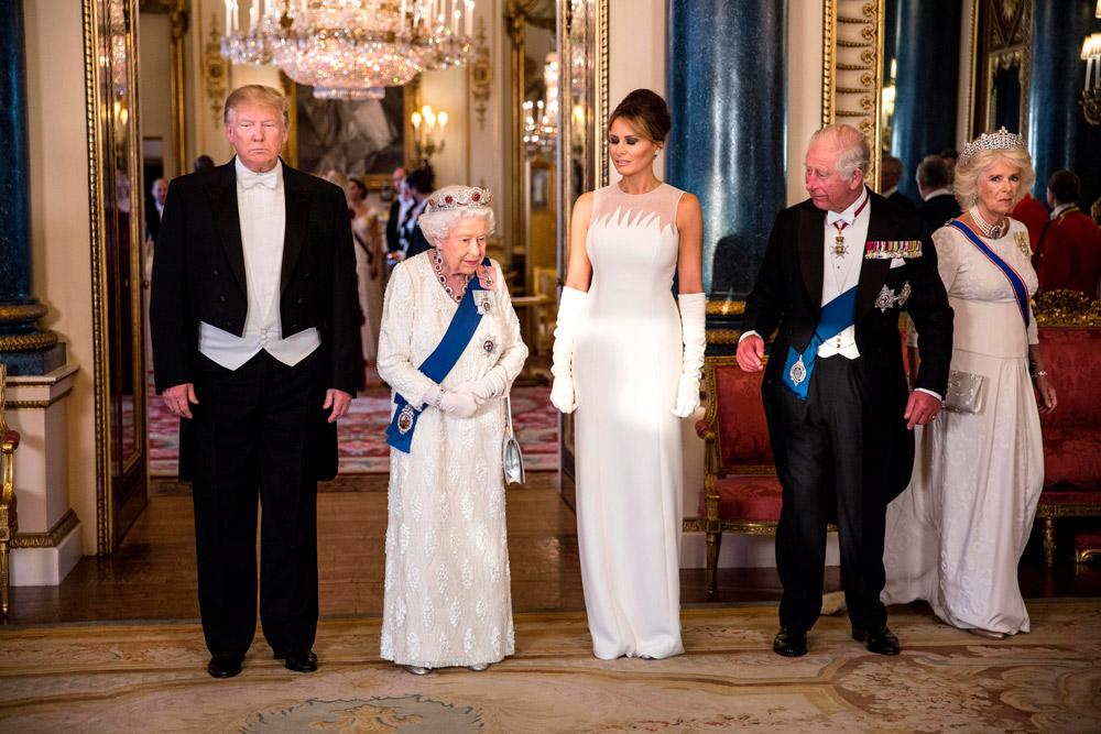 Мелания Трамп в элегантном белом платье на приеме у королевы