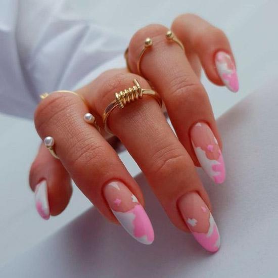 Бело розовый френч на длинных миндальных ногтях
