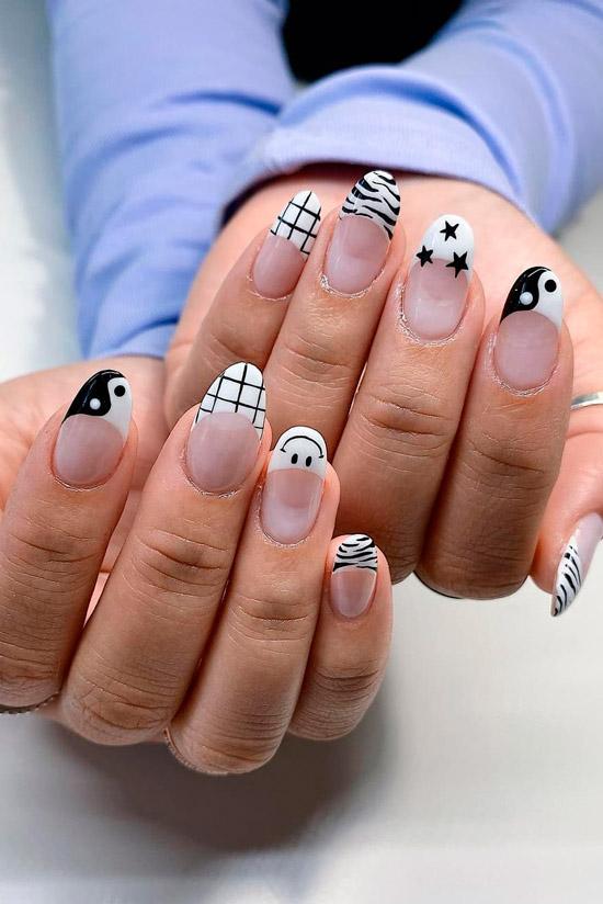 Белый френч с разными черными принтами на длинных овальных ногтях