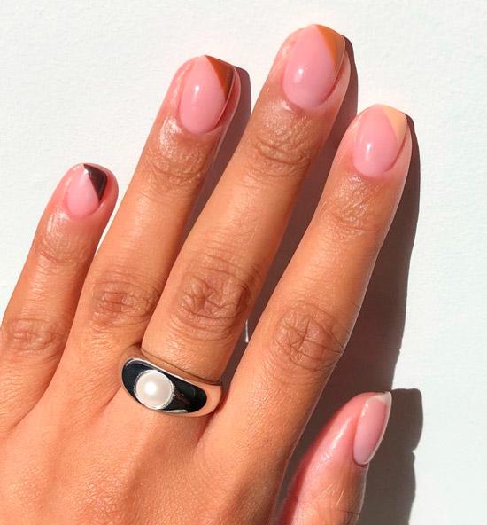 Бежевый диагональный френч на квадратных ногтях средней длины