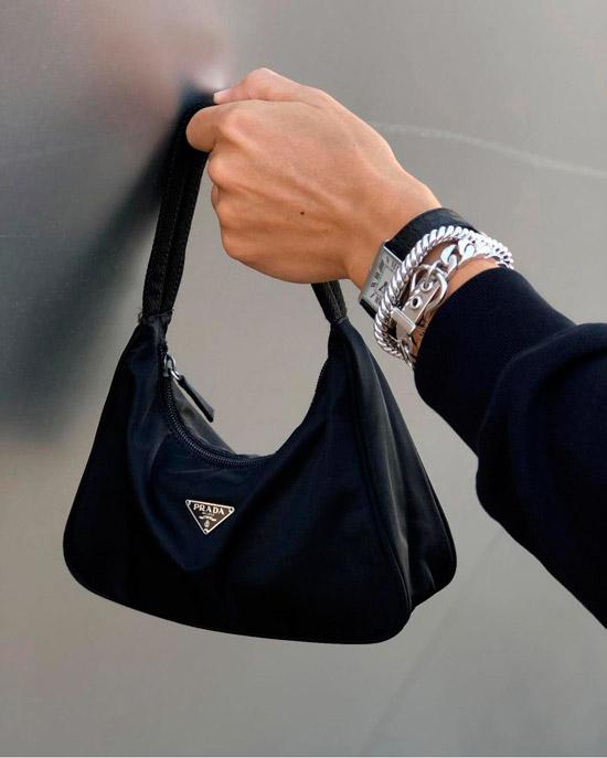 Черная нейлоновая сумочка от Prada