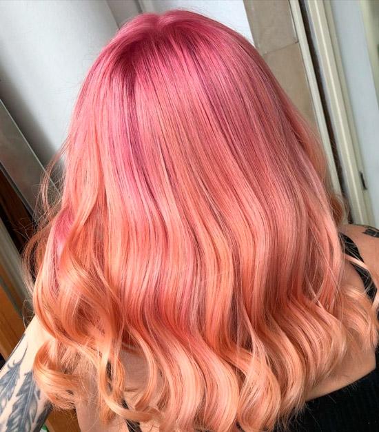 Прическа со светлыми волосами с оттенком омбре