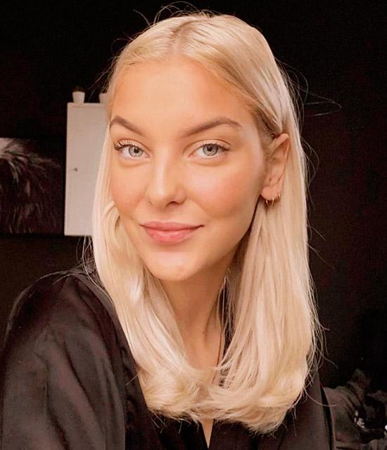 Девушка со светлыми волосами средней длины с пробором по середине