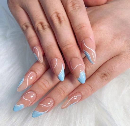 Голубой френч с волнами на ухоженных длинных ногтях
