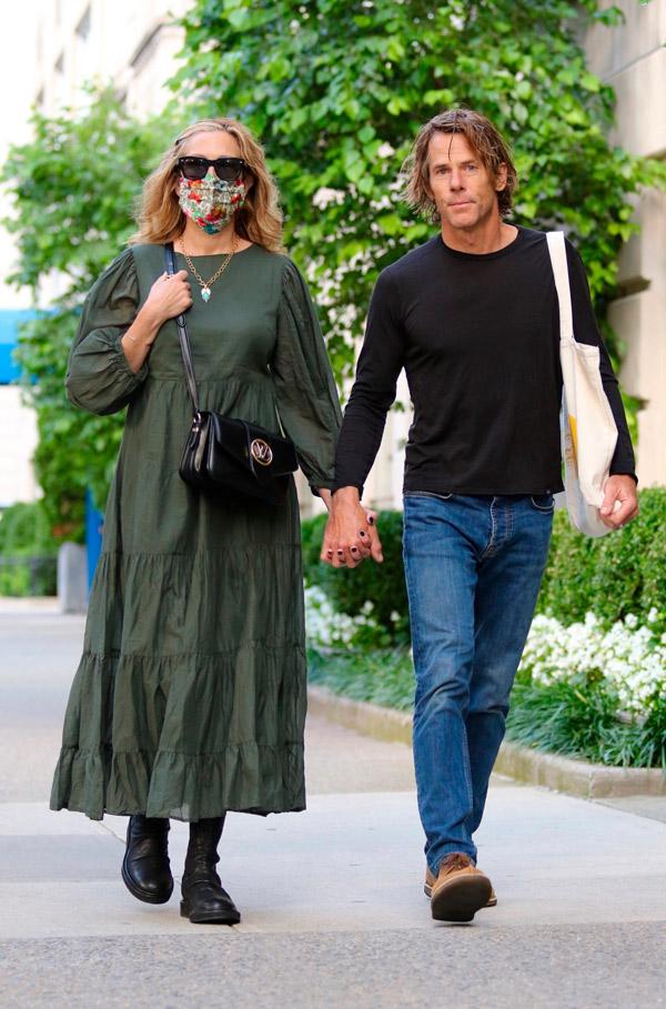 Джулия Робертс в зеленом платье и сапогах