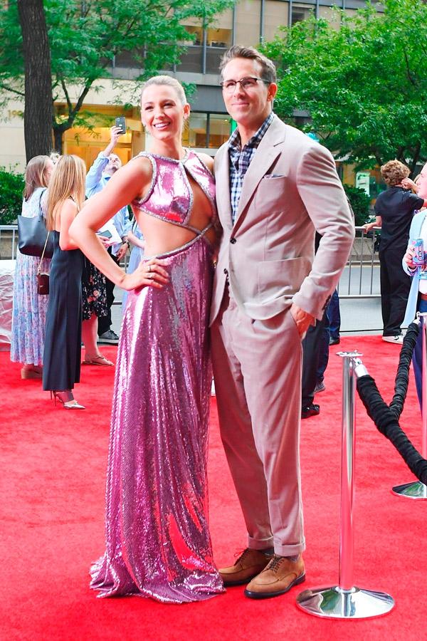 Блейк Лайвли в длинном розовом платье