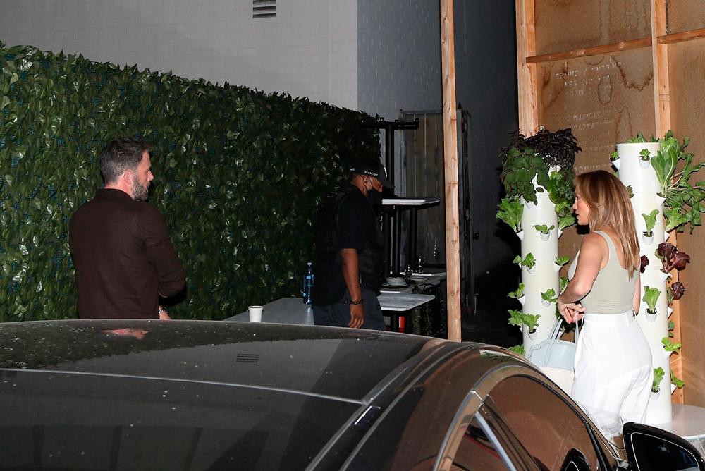Дженнифер Лопес отправилась на ужин с Беном Аффлеком