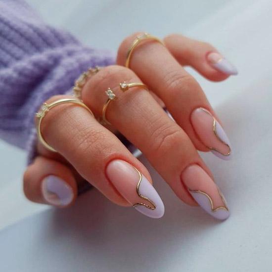 Необычный френч с золотыми линиями на длинных овальных ногтях