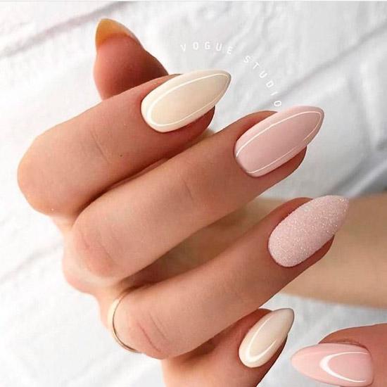 Нежный глянцевый маникюр на миндальных ногтях средней длины
