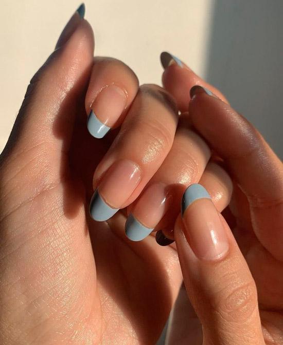 Простой голубой френч на миндальных ногтях