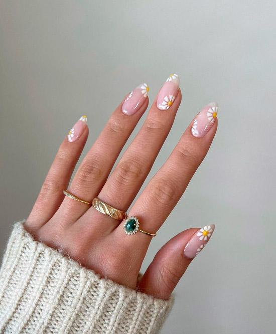 Простой голубой маникюр на коротких квадратных ногтях