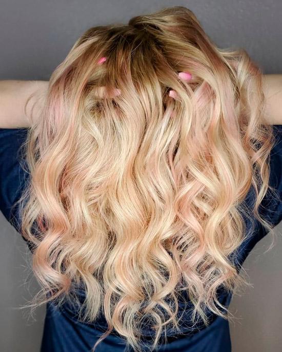 Светлые длинные волосы с волнами