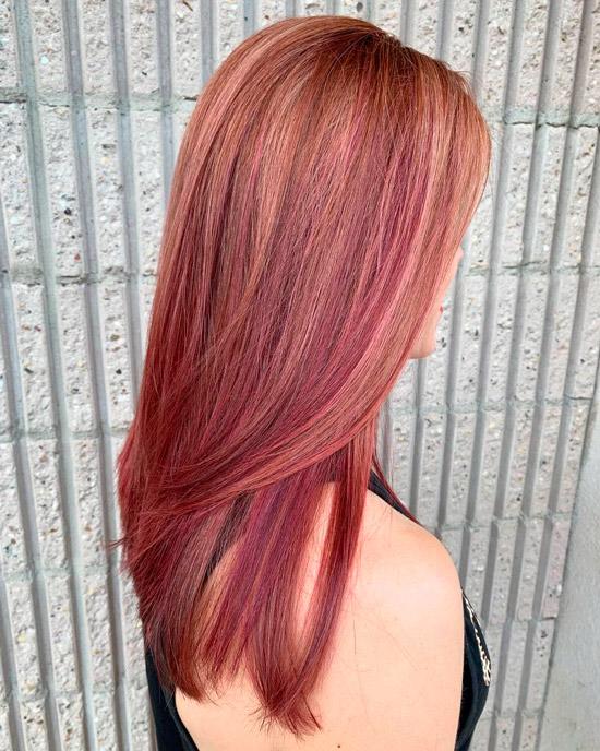 Ухоженные розовые волосы