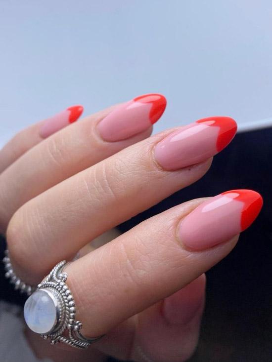 Красный френч на миндальных ногтях