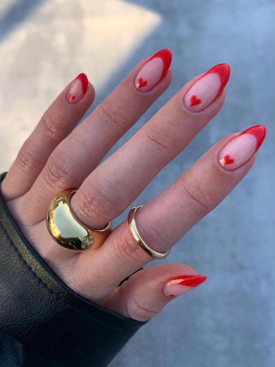 Красный френч с сердечками на длинных ногтях