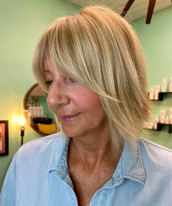 Короткая стрижка с челкой занавеской для женщин в возрасте