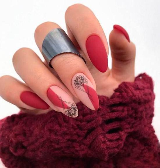 Матовый красный маникюр с черным принтом на миндальных ногтях