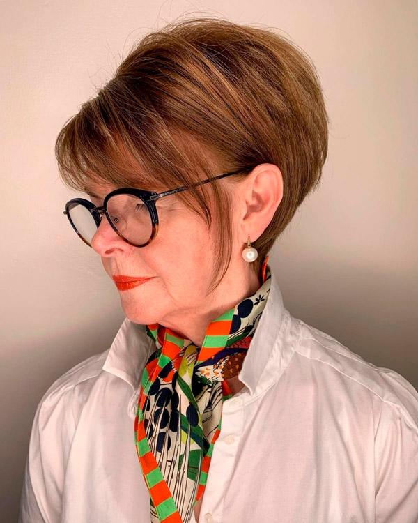 Пикси боб для женщин в возрасте и очках
