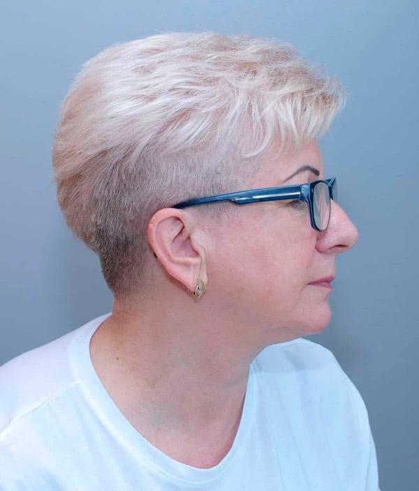 Пикси с короткими боками для женщин в возрасте и очках