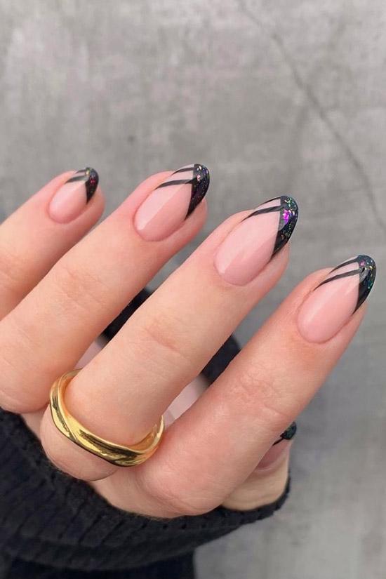 Черный френч с блестками на овальных ногтях средней длины