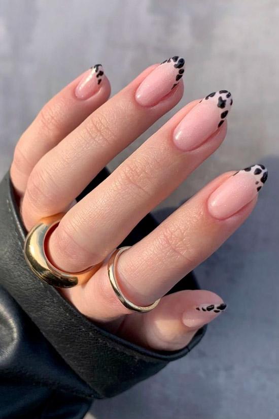 Черный френч с животным принтом на овальных ногтях