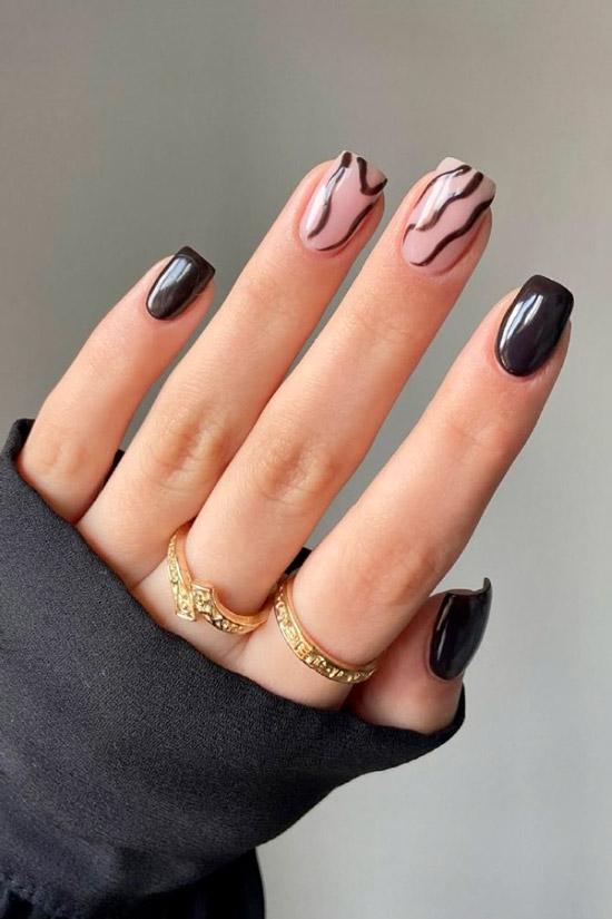 Черный маникюр с волнистыми линиями на квадратных ногтях