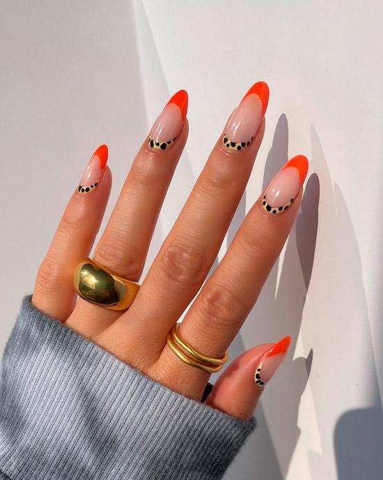 Интересное сочетание оранжевого френча и леопардового маникюра на длинных овальных ногтях
