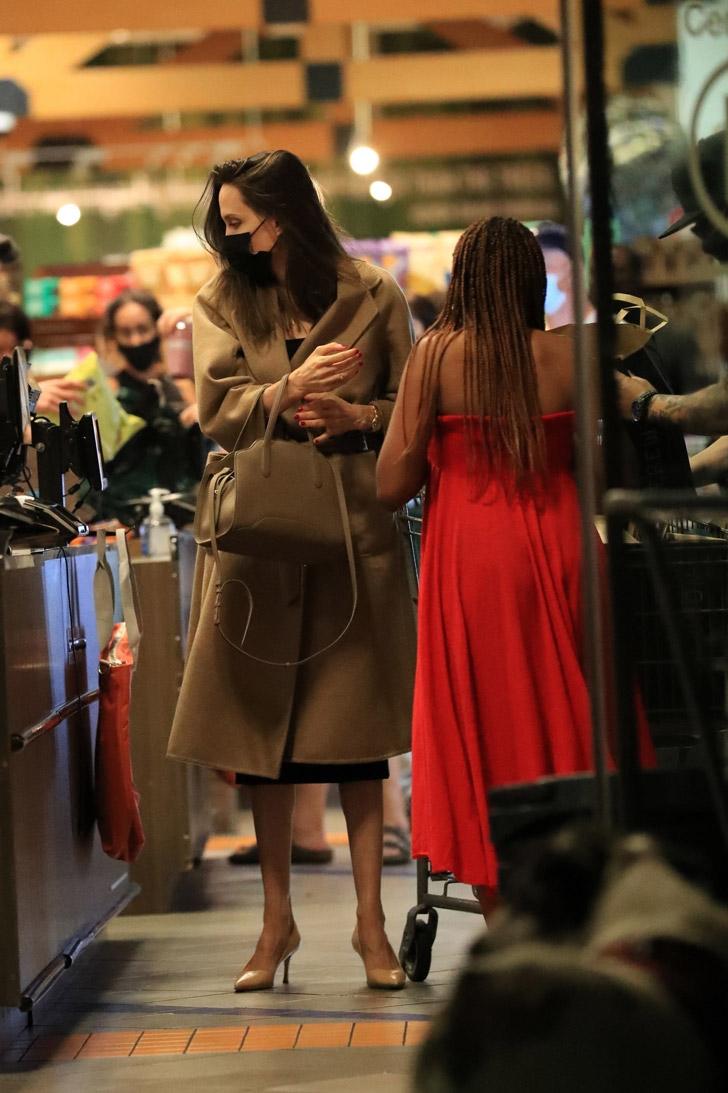 Анджелина Джоли с безупречной прической