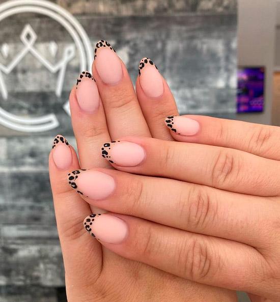 Леопардовый френч на аккуратных овальных ногтях
