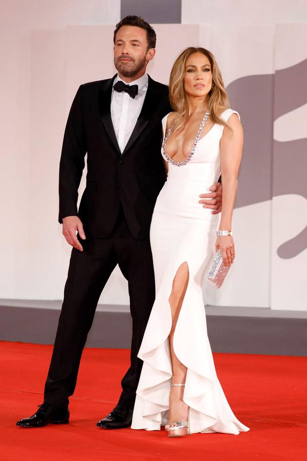 Дженнифер Лопес и Бен Аффлек на красной дорожке Венецианского кинофестиваля