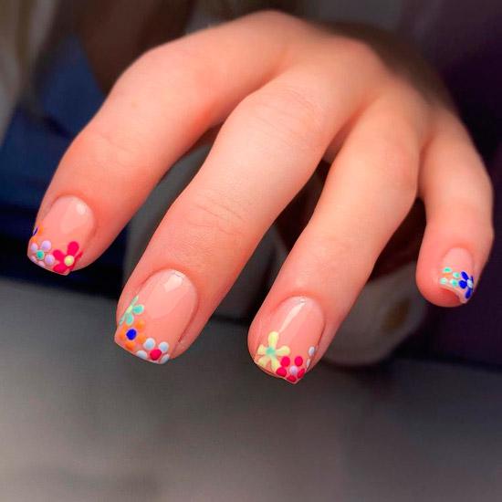 Разноцветный цветочный френч на квадратных ногтях